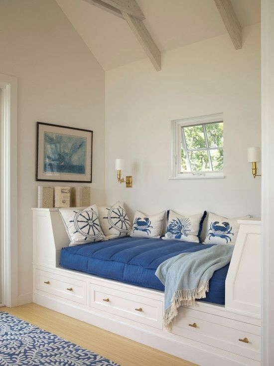 Coastal chic daybed - cute!! Love this room...I'd paint the ceiling beams coral &/or turquoise.