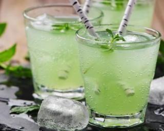 Cocktail drainant sans alcool au thé vert
