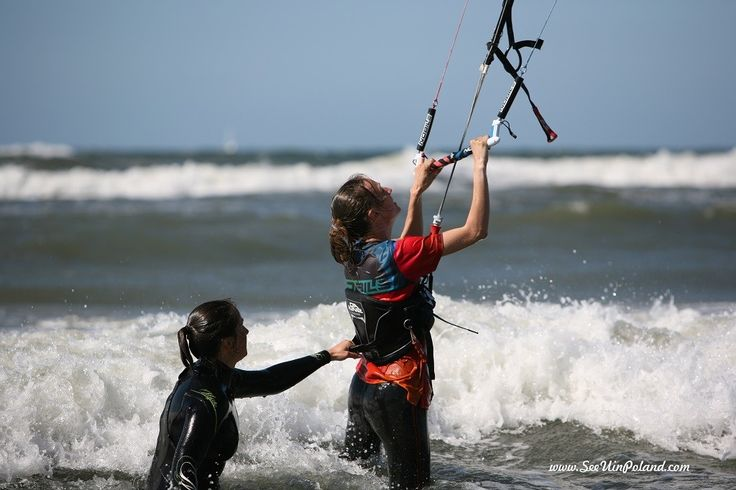 Sylwia Bogacka i Karolina Kowalczyk - Mistrzynie swiata w Strzelectwie Sportowym podczas lekcji kiteboardingu na plaży zachodniej w Ustce. | Sylwia Bogacka and Karolina Kowalczyk - world champion in Sport Shooting during lessons kiteboarding on the west beach in Ustka.  #kiteboarding #water #sport #beach #seaside #baltic #bałtyk #morze #ustka #visitpoland #poland #polska #travel #active