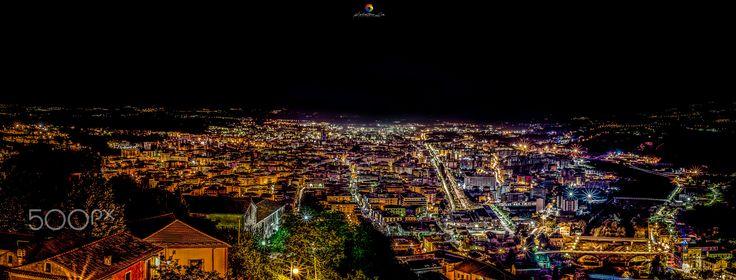 Cosenza - La bellissima vista della città di Cosenza vista dall'alto del castello svevo durante la notte dei musei!   ©2016 My facebook page like it : https://www.facebook.com/Salvatore-Lio-Photography-1734968443388471/