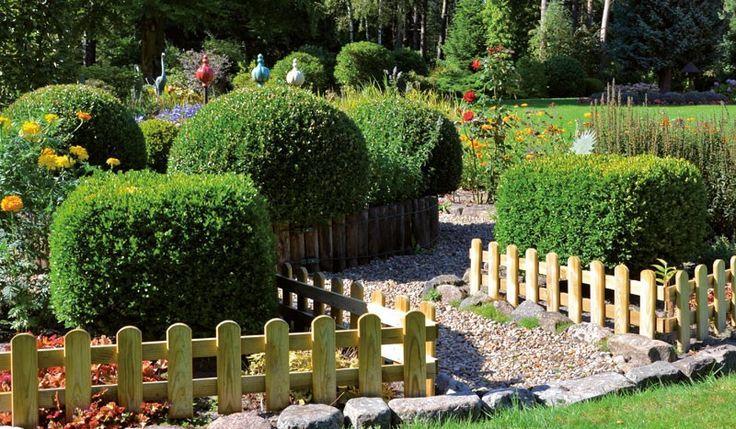 Der Steckzaun wird hergestellt aus der Kiefer und Fichte. Der perfekte Zaun um eine Grenze zwischen Beeten und Rasenflächen zu markieren. Das Steckzaun Maß beträgt 115 x 25 cm. Diese und weitere Holzzäune finden Sie unter http://www.meingartenversand.de/gartenzaun.html