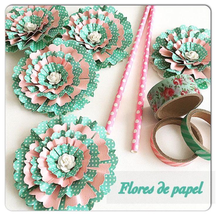 flores de papel usando furador circulo scaloped tamanho max,,plus e extragigante