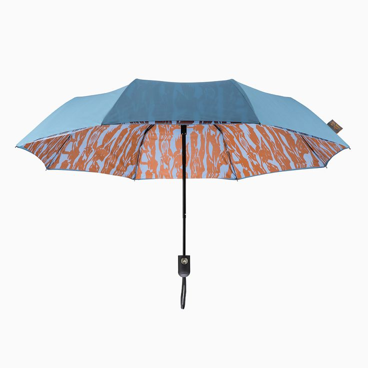 Keep yourself dry with this beautiful double layer, auto-open umbrella, created exclusively for YSP by Ella Doran as part of her 'Brushmarks' range. The Brushwood Bark design and colour palette takes inspiration from the landscape of YSP.