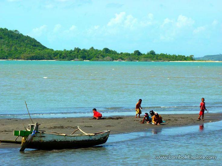 Teluk Sopoq (Sopoq bay), Central Lombok, Indonesia. For more information, please visit www.LombokExplore.com.