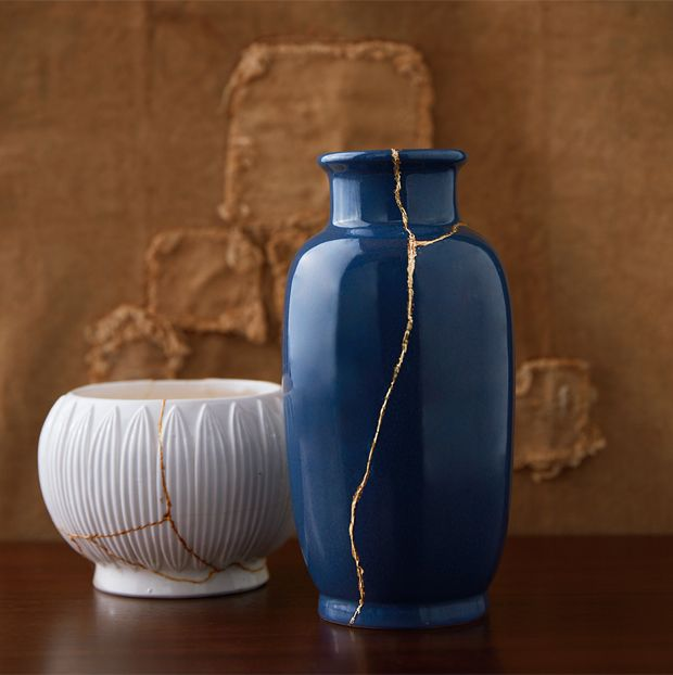 Embrace the perfectly imperfect with these timeworn looks that turn flaws into focal points. Japanese Pottery, Japanese Art, Wabi Sabi, Japanese Gold Repair, Art Japonais, Boutique Interior, Kintsugi, Work Inspiration, Perfectly Imperfect