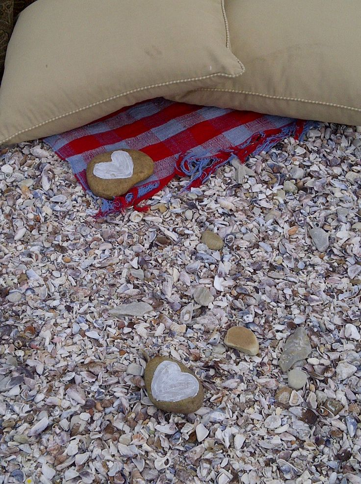 Flat rocks were painted with pastel hearts to pin the throw down