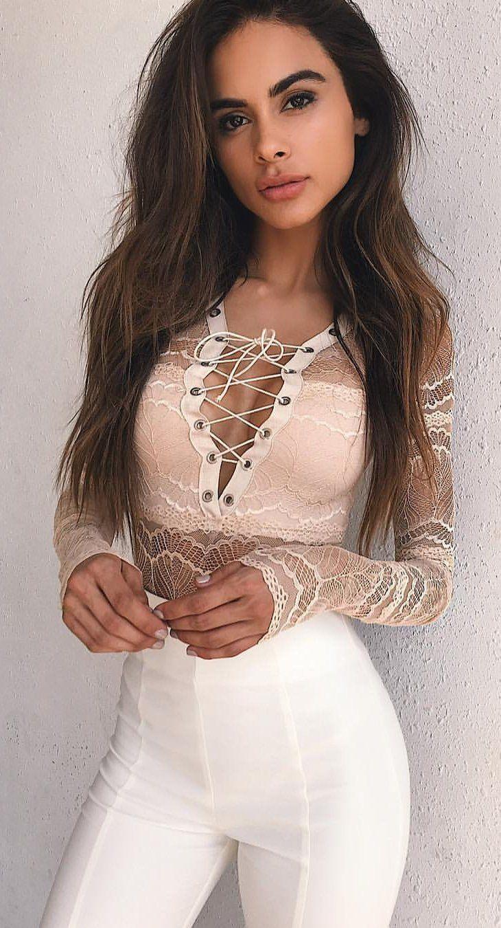#summer #outfits Blush Bodysuit + polainas blancas de encaje 🥀