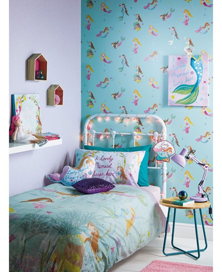 he pretty Mermaid World Wallpaper by Arthouse is ideal for creating a dreamy underwater theme in your little one's bedroom or playroom. Sprinkled with sparkling glitter highlights, the design features beautiful mermaids and starfish and could be used to create a feature wall or to decorate an entire room.
