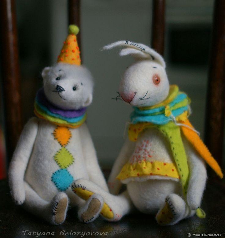 """Купить или заказать Белый кролик из коллекции """"Цирк уехал"""" в интернет магазине на Ярмарке Мастеров. С доставкой по России и СНГ. Материалы: шерсть, шплинтовое крепление, глазки…. Размер: Рост около 28 см"""
