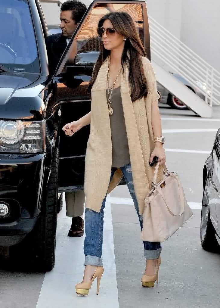 Kim Kardashian street style with cardigan and skinny jeans.
