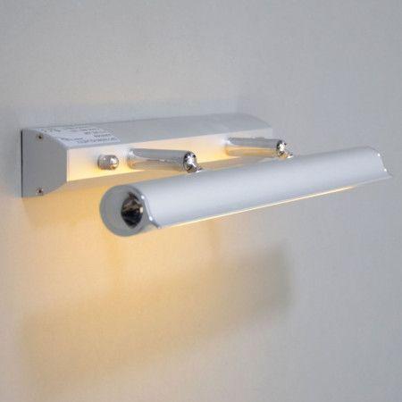 Bilderleuchte Pittura 8W silbergrau Mit dieser modernen, professionellen und gut einstellbaren Wandleuchte bringen Sie Fotos, Poster und Gemälde hervorragend zur Geltung. Die Bilderlampe ist auch hervorragend als Spiegelleuchte geeignet. Komplett mit energieeffizienter Leuchtstoffröhre in einer warmen Lichtfarbe. Robustes Aluminiumgehäuse mit Schalter und Kunststoffabdeckung für die Lichtquelle. Geeignet für Feuchträume Zone 3.  #Badezimmer #Wandlampe #Lampe #lamp #einrichten #wohnen
