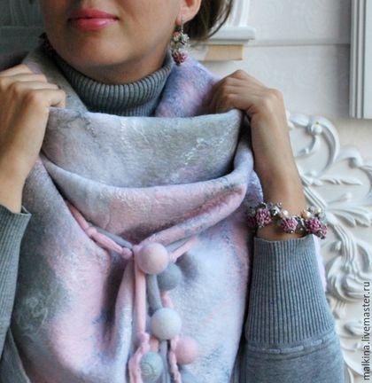 Купить или заказать Валяный шарф-бактус Нежность в интернет-магазине на Ярмарке Мастеров. Очень красивый шарф-бактус из нежной шерсти бело-серо-розового цвета с шелковыми нитями разных оттенков.Теплый,завязывается совершенно по разному,можно носить и на голову. Есть подобный www.livemaster.ru/item/12143935-aksessuary-belo-rozovyj-sharf-pervotsvety Станет прекрасным подарком,все мои изделия продаются в подарочной упаковке! Пересылка Почтой Росси…