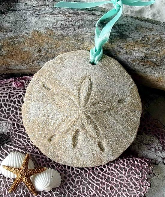 Sand Dollar Ornaments... http://www.beachblissdesigns.com/2016/11/sand-dollar-ornaments.html Made in Florida from real sand.