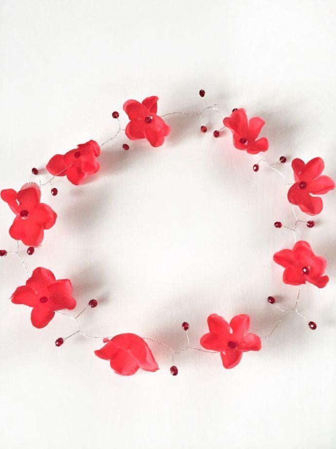 Gelincik taç Tamamen el yapımı bir saç aksesuarıdır..Kırmızı kumaş çiçekler ve kristal boncuklar.... 388239