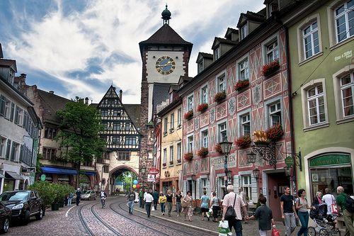 Freiburg liegt ideal am Rande des Schwarzwaldes   – places