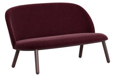 Sofa Ace / 2-Sitzer - L 145 cm - Velours, Velours dunkelrot von Normann Copenhagen finden Sie bei Made In Design, Ihrem Online Shop für Designermöbel, Leuchten und Dekoration.