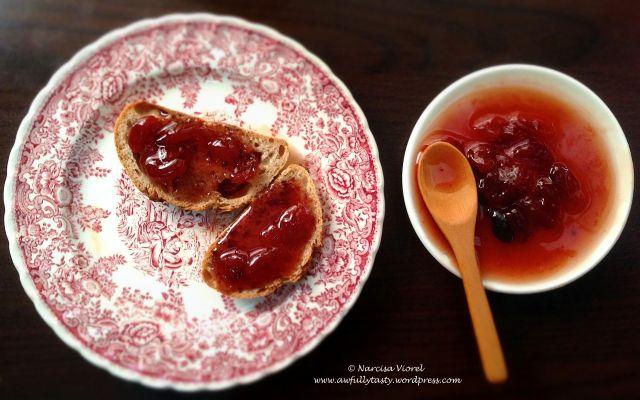 Dulceata de cirese cu scortisoara.  Cinnamon cherry jam.