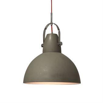 Taklampan Hoop från By Rydéns är en klassisk pendel som passar utmärkt över köksbordet D=38cm