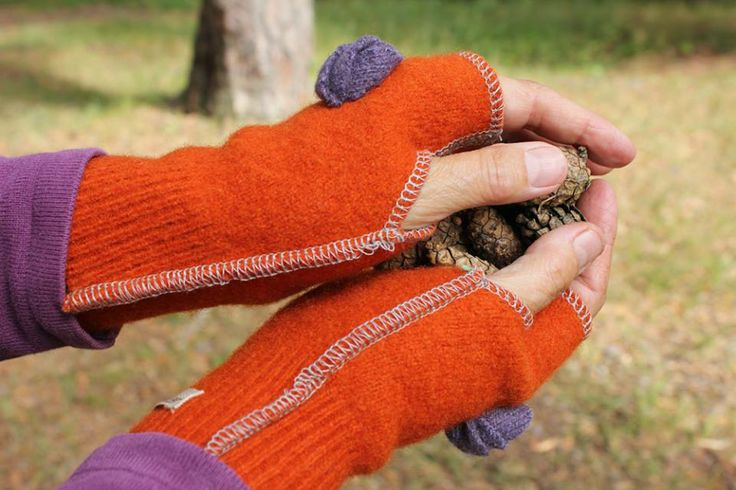 Woollen, felted wrist warmers are nice to wear when days get colder in the autumn.