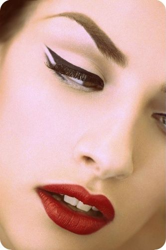 I would do my make up like this everyday... If only Danny liked red lipstick -__-                                                                                                                                                     Mais