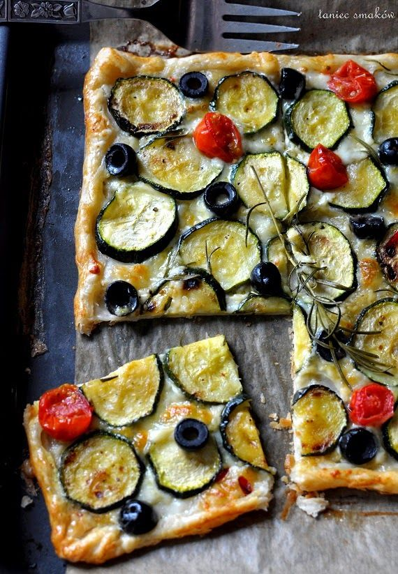 Taniec Smaków: Ciasto francuskie z cukinią, serem i rozmarynem