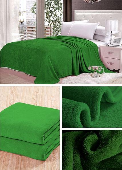 Zelená prikrývka na gauč