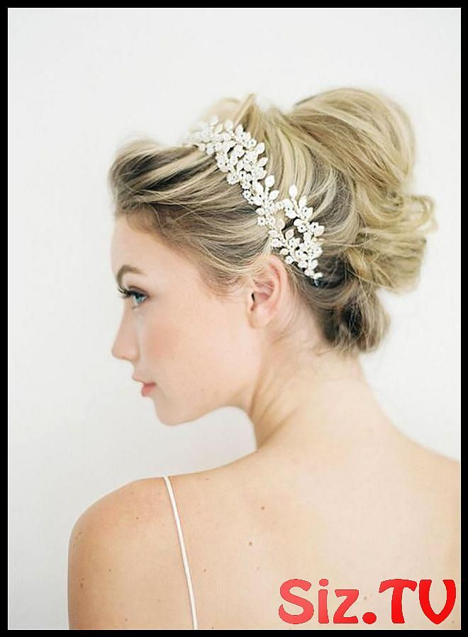 15 Hairstyles For Your Winter Wedding 15 Hairstyles For Your Winter Wedding Looking For Inspo For How To Style Your Hair For Your Winter Wedding Or Ev...