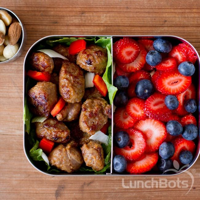 Turkey meatballs with bell peppers, and a strawberry and blueberry fruit salad in a #LunchBots Duo.