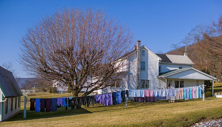 Amish Clothes Lines look so pretty and there is nothing like fresh clean clothes hung on the line.