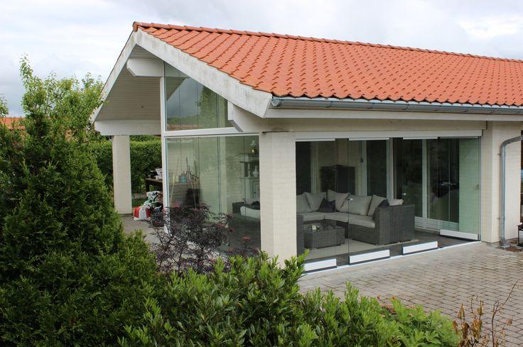 Foldedøre i glas, så terrassen kan bruges hele året. #alument #foldedøre #glas #terrasse #inddækketterrasse