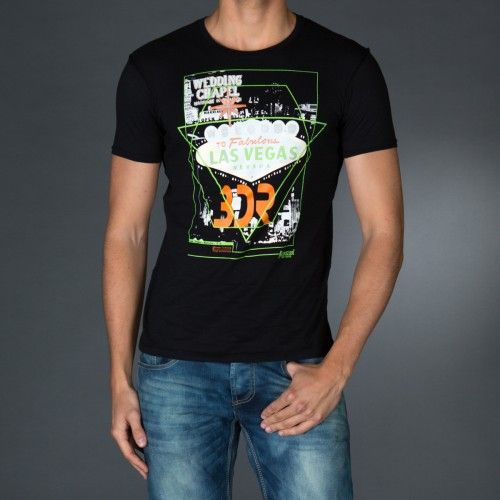 Roundneck t-shirt with contrast color sweatband.Big photo print on front and logo print on back.  € 23.90 SALE > € 15.90