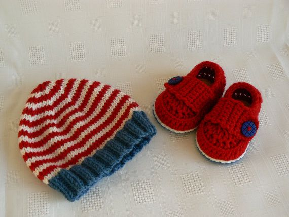 New Baby Gift Set  Baby Beanie  0-3 months by LittleMoppetsDesigns