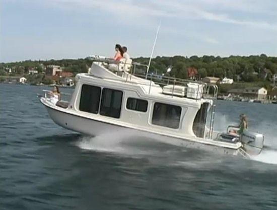 adventure craft ac2800 mini yacht cabinyacht small house boat 01   Adventure Crafts Little Cabin Boat AKA Mini Yacht