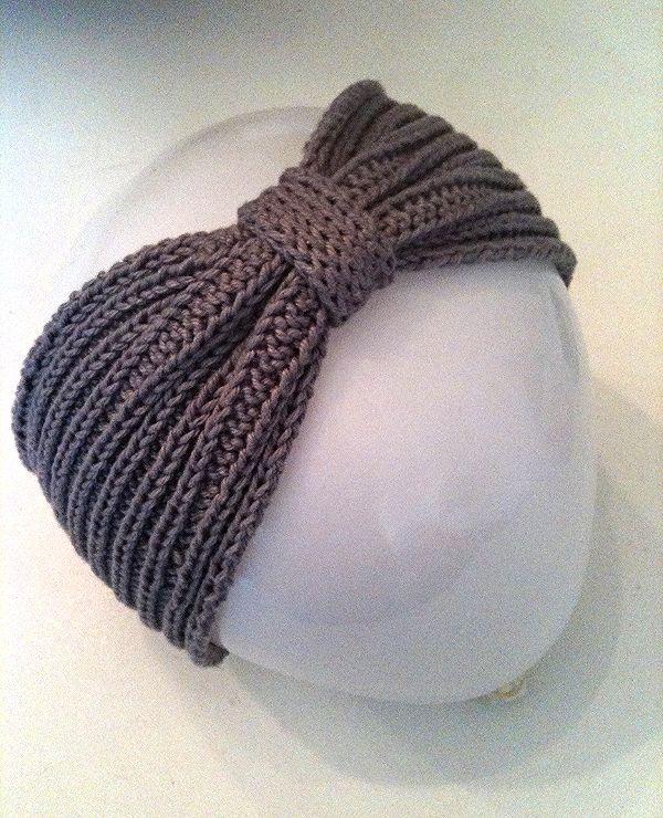 Faixa estilo turbante feita em algodão no tricô.