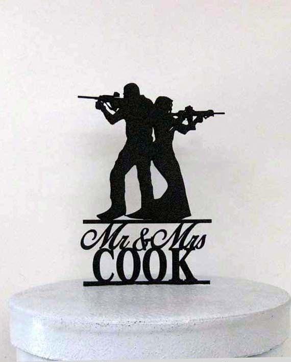 Personalisierte Hochzeitstorte Topper Gewehr von Plasticsmith
