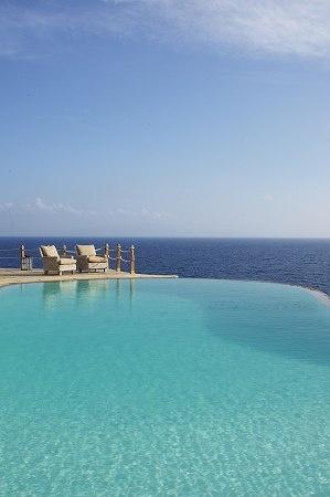 infinity pool overlooking ocean - photo #38