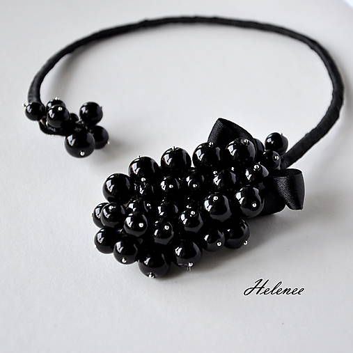 Handmade by Helenne. An original piece. Black pearls necklace.