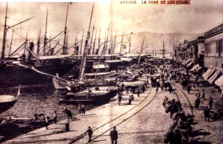 Το λιμάνι της Σμύρνης προ της καταστροφής του 1922.The port of Smyrna before its destruction in 1922.