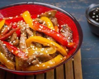 Poêlée minceur d'aiguillettes de canard aux poivrons grillés et sésame