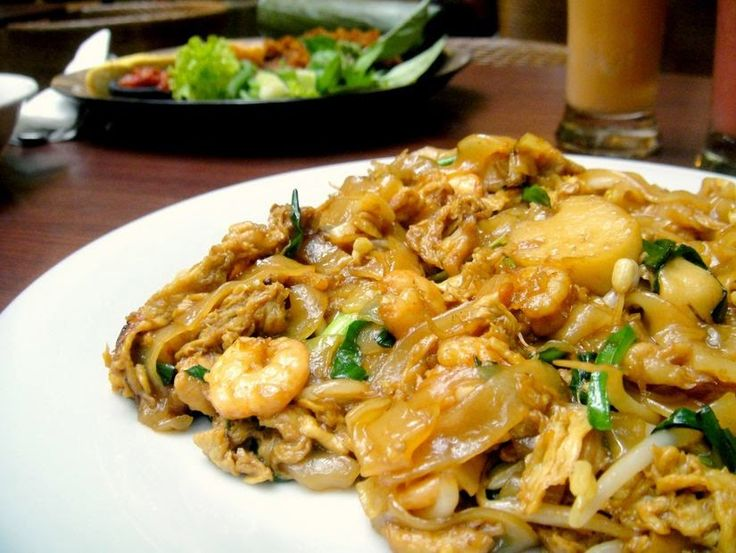 Resep Membuat Kwetiau Goreng Spesial Sendiri http://dapursaja.blogspot.com/2015/04/resep-membuat-kwetiau-goreng-spesial.html