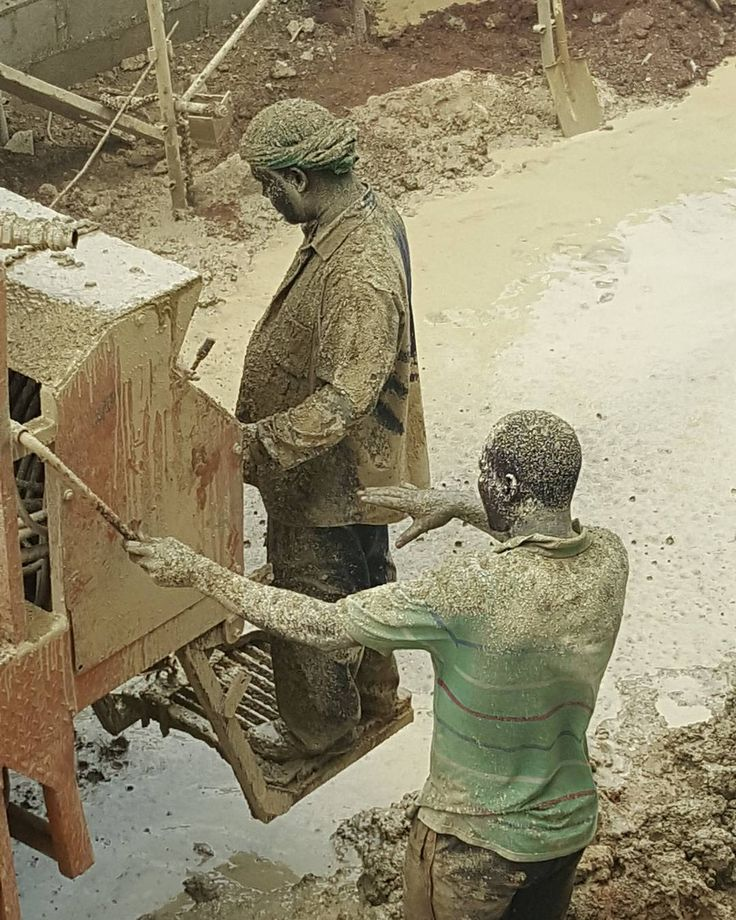 Boring a hole is not easy. Mud drench. #construction #site#people #work #working #drilling #mud#constructionworker #construct #people_creative_pictures #photographie #photographer #photographers_tr #photo #everydayafrica #everyday#nigeria #africa #sitework #muddy #machine