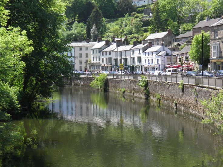 Matlock Bath  old spa town, pretty to drive through, stop for lunch. Meandering around Derbyshire.