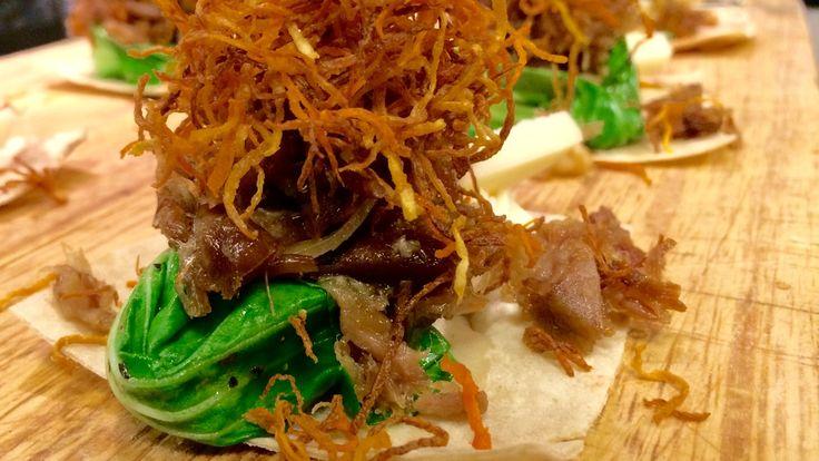 Pinnekjøttsnacks med potetkake og geitost