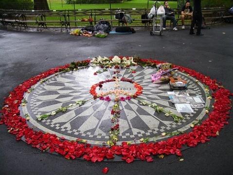 "John Lennon's Imagine Memorial.  On Strawberry Fields of Central Park, near West 72nd Street, is the ""Imagine"" circle, made by John Lennon's wife Yoko Ono to memorize John Lennon."