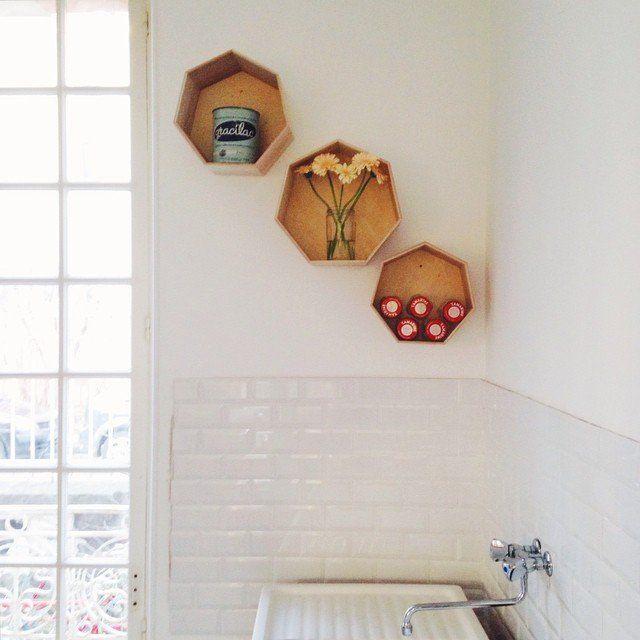 Du vintage, du danois et de la couleur / DIY Shelves