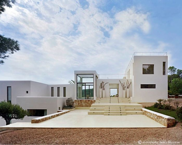 133 best all white mediterranean villas images on for Modern minimalist villa