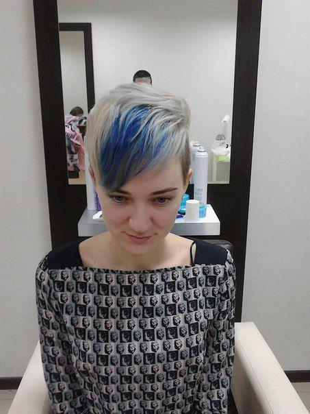 Стрижка Пикси, Стрижка на короткие волосы, стрижка женская, стрижка креативная, синяя чёлка, блондинка, окрашивание блонд