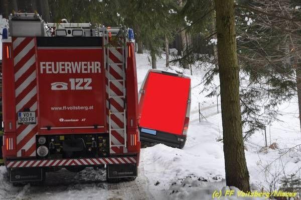 Voitsberg: Kleintransporter drohte abzurutschen