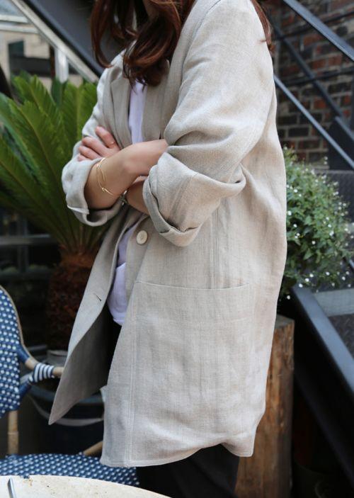 Beige linen longline blazer & white t-shirt | @styleminimalism