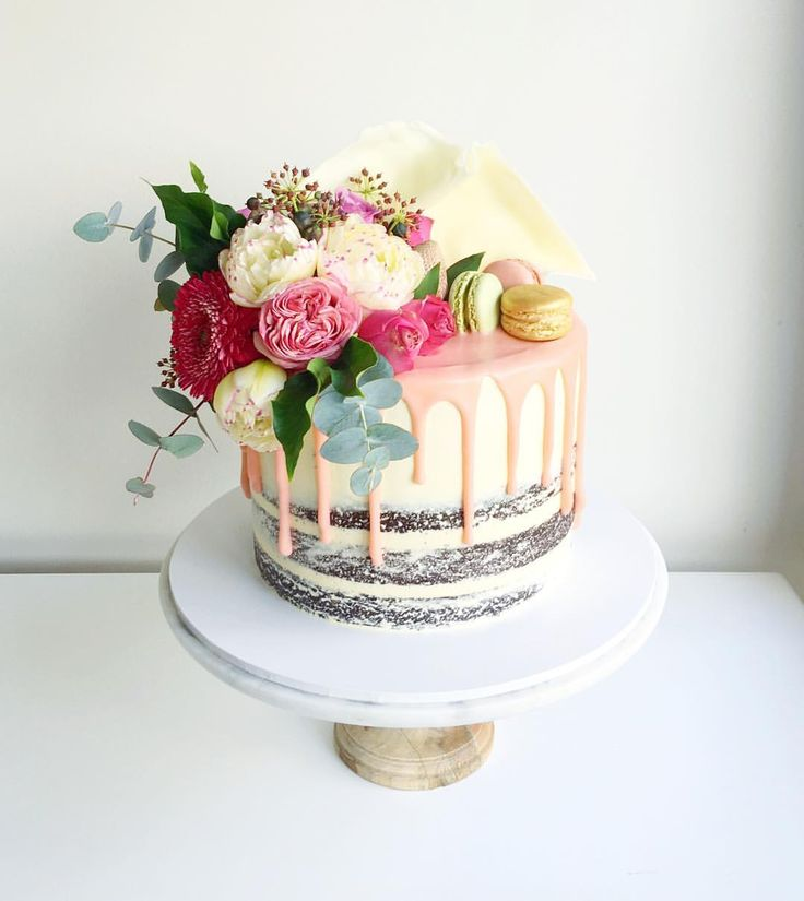 Macaron And Flowers Cake Yummy In 2019 Cake Macroon